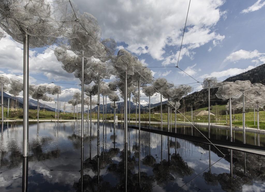 http://touristry.ro/wp-content/uploads/2015/05/20150413_Crystal_Cloud_01_cSwarovski_Kristallwelten-1024x742.jpg