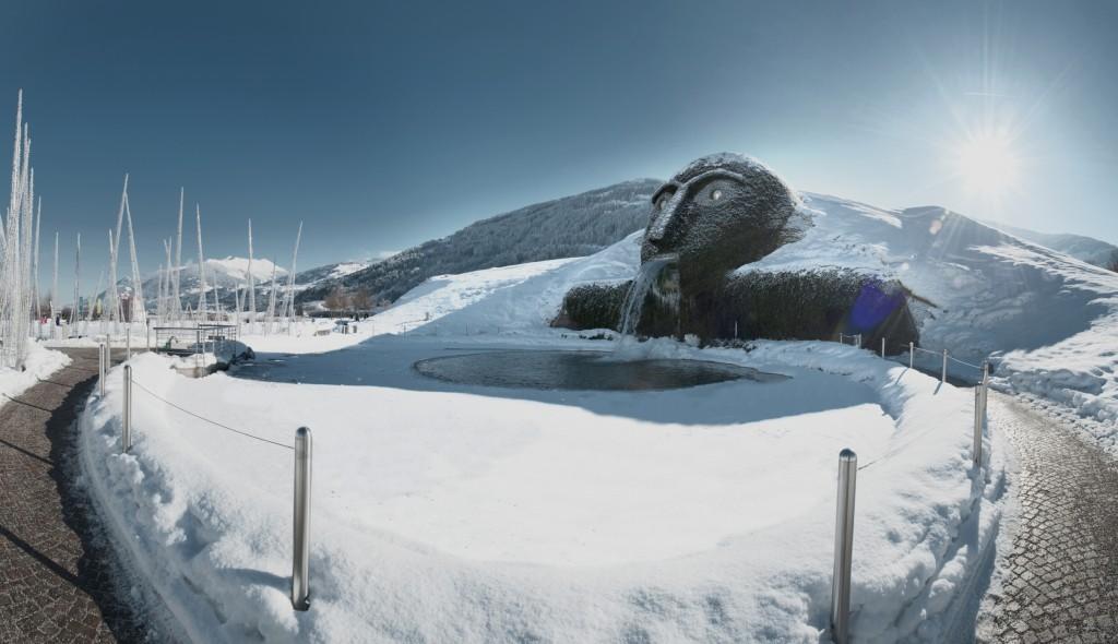 http://touristry.ro/wp-content/uploads/2015/05/Riese_Winter_1_cSwarovski_Kristallwelten-1024x590.jpg