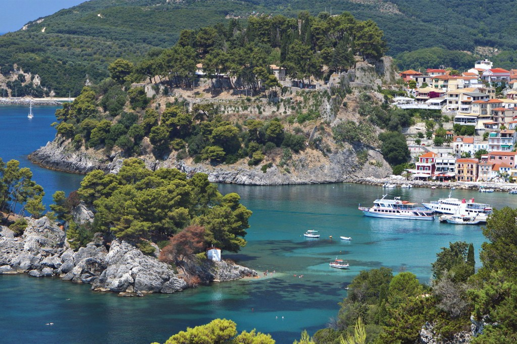 http://touristry.ro/wp-content/uploads/2015/06/the-town-of-parga-near-the-coast-1024x683.jpg