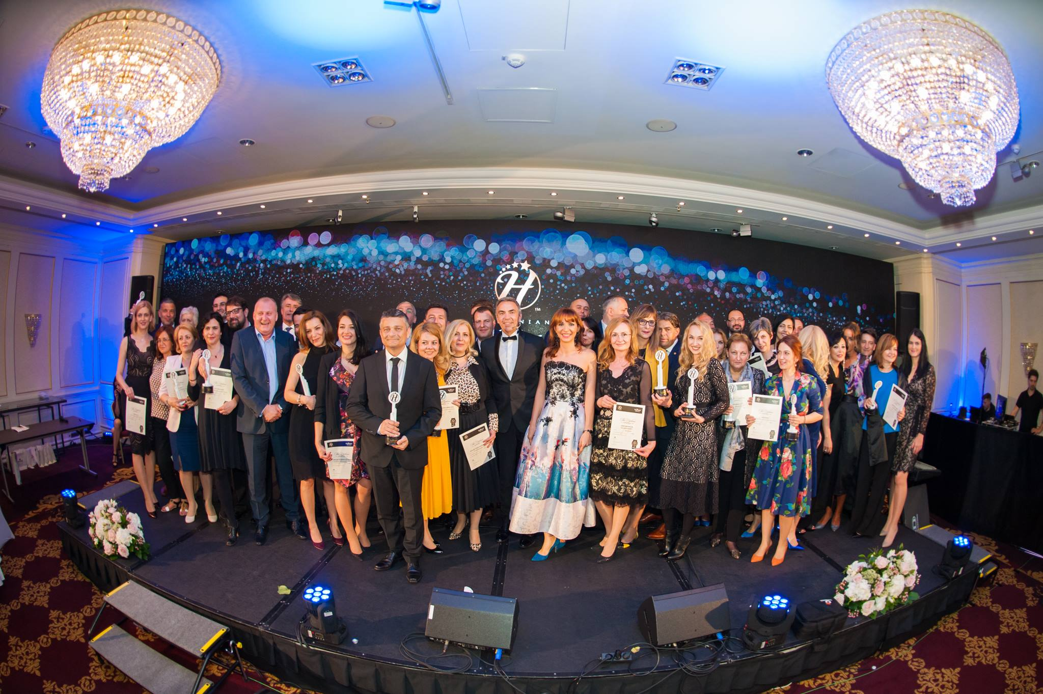 Castigatorii top hotel awards 2017 touristry for Best hotel awards